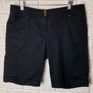 😊 WHBM Bermuda Shorts Size 10 Black